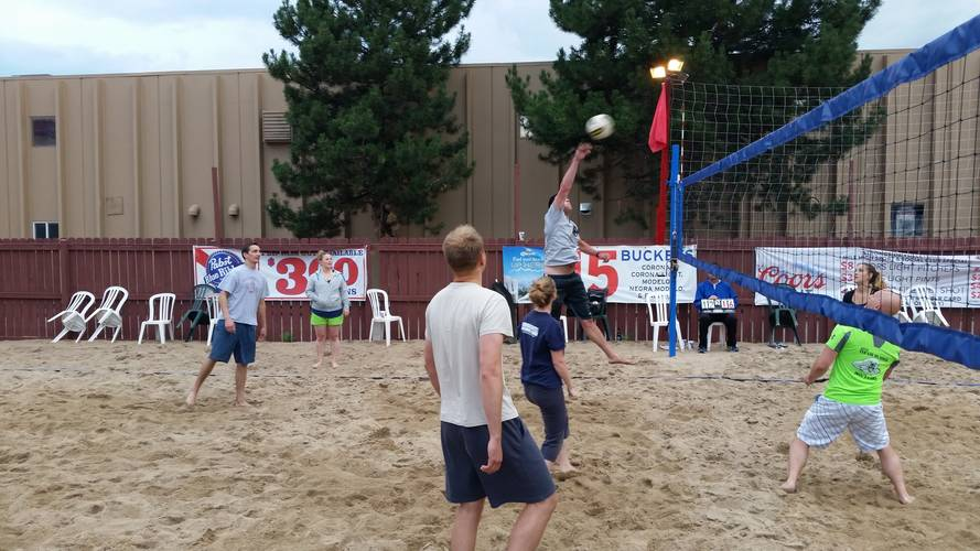 Session 4 - Monday Sand Men's or Women's 4's Volleyball League