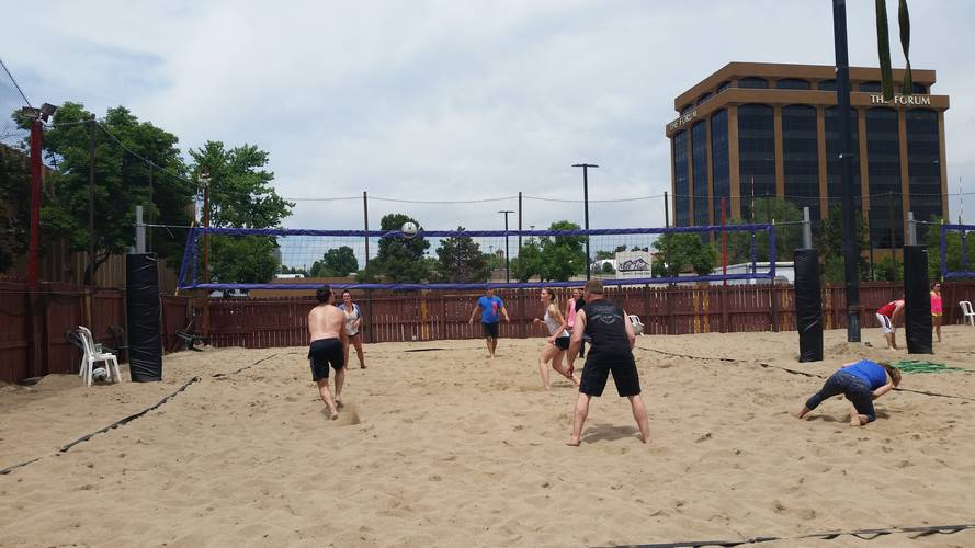 Session 4 '18 - Thursday Sand Men's 4's Volleyball League at Dive