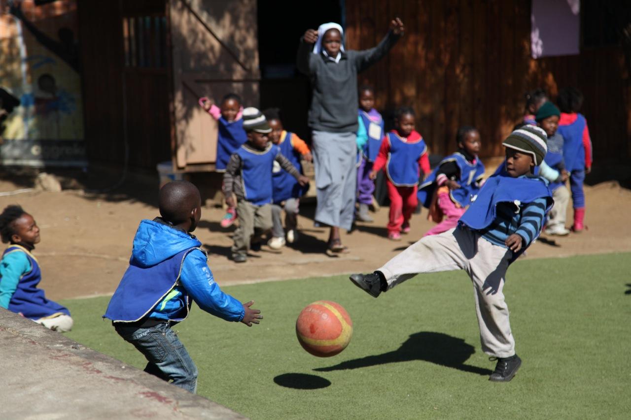 youthplayingfootball