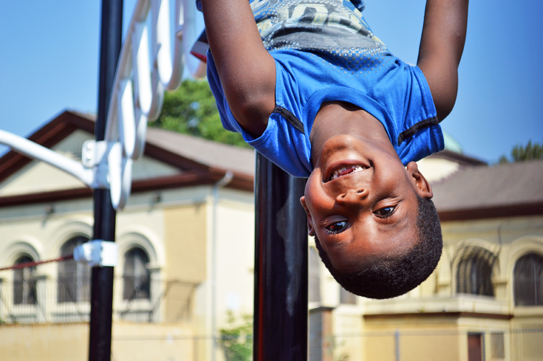 Kid_Upside_Down