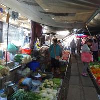 Crop 200 maeklong railway market