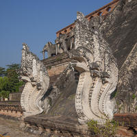 Crop 200 wat chedi luang phra chedi luang five headed naga dthcm0054 gerry gantt