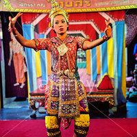 Crop 200 dancing in lak muang temple bangkok thailand a5j4kx