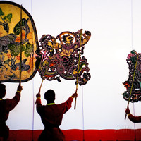 Crop 200 carol wiley performance of nang yai large shadow puppets at wat khanon temple