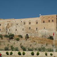 Crop 200 deyrul zafran monastery