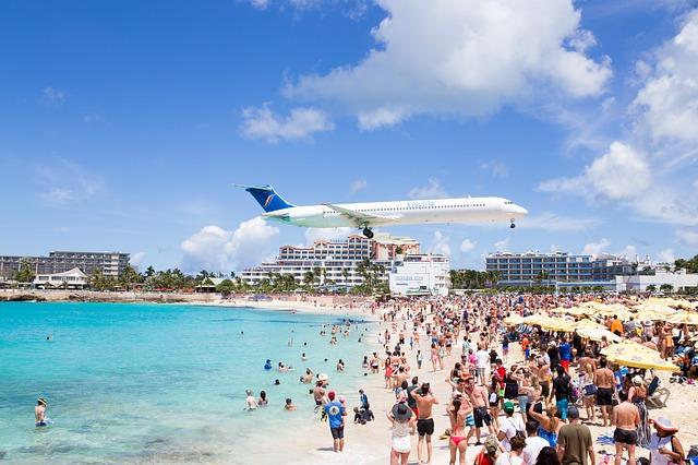 advantages of tourism industry