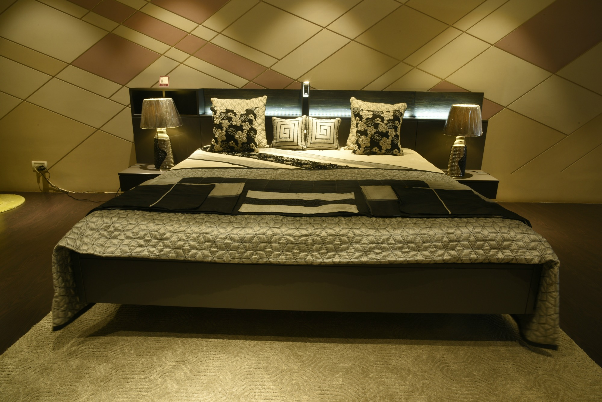 Best modern bedroom furniture showroom in kirti nagar delhi tus