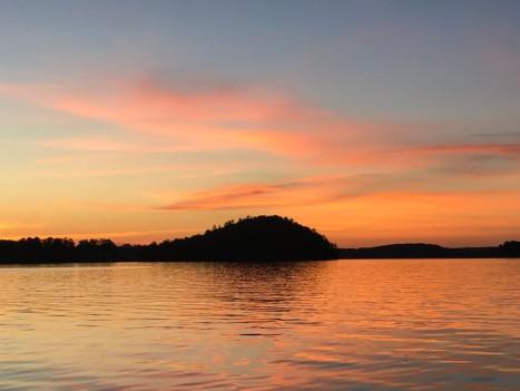 One of many dinner cruises on Lake Harding