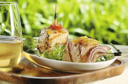 Photo de la recette de Brochettes de porc aux poivrons, sauce à l'ananas et à la cardamome