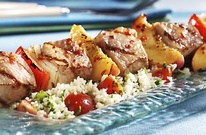Photo de la recette de Brochettes de porc glacées aux pêches