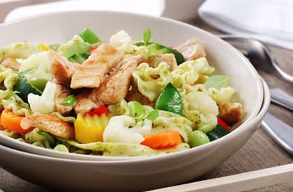 Photo de la recette de Pâtes au porc, aux légumes et pesto