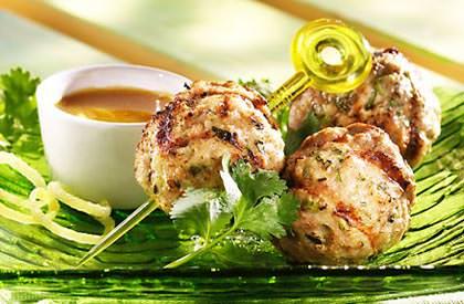 Photo de la recette de Boulettes de porc à la coriandre, miel au curry