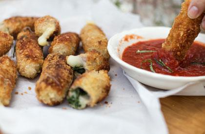 Photo de la recette de Bâtonnets d'escalopes de porc, fromage & sauce marinara de 3 fois par jour