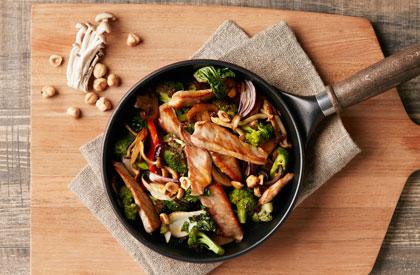 Photo de la recette de Sauté de porc aux légumes et aux noisettes