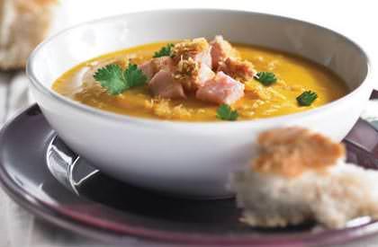 Photo de la recette de Potage de courge caramélisée garni de porc à la noix de coco et au cari