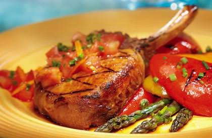 C telettes de porc la sauce tomate nos recettes le porc du qu bec - Cotelette de porc coupe hotel ...