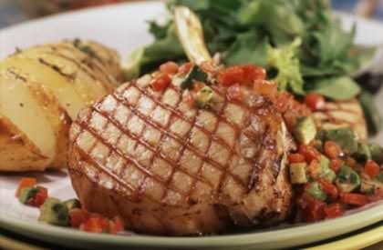 C telettes de porc et salsa mexicaine nos recettes le porc du qu bec - Cotelette de porc coupe hotel ...