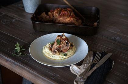 Photo de la recette de Épaule de porc à la mijoteuse et polenta de chou-fleur crémeuse