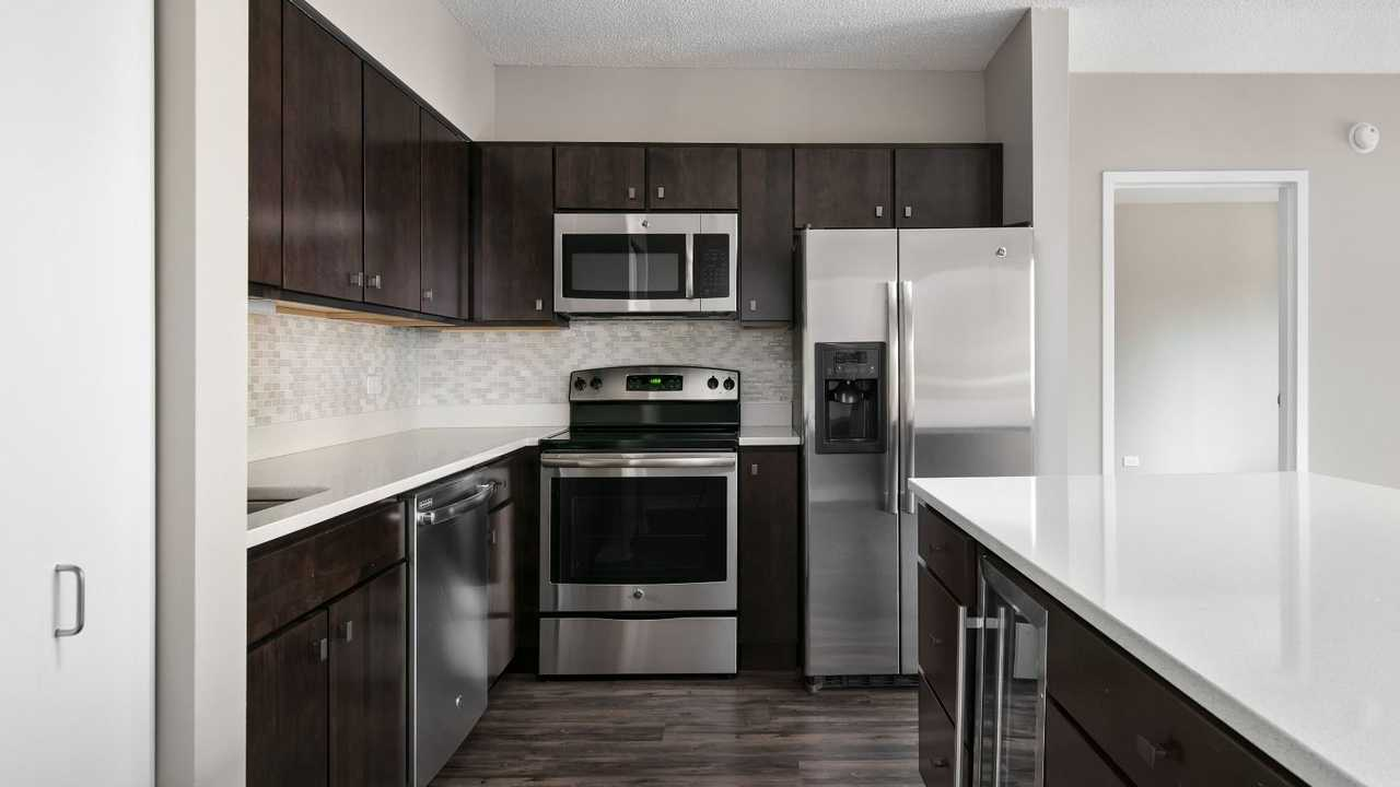 Best apartment search website in Chicago - Chestnut Tower