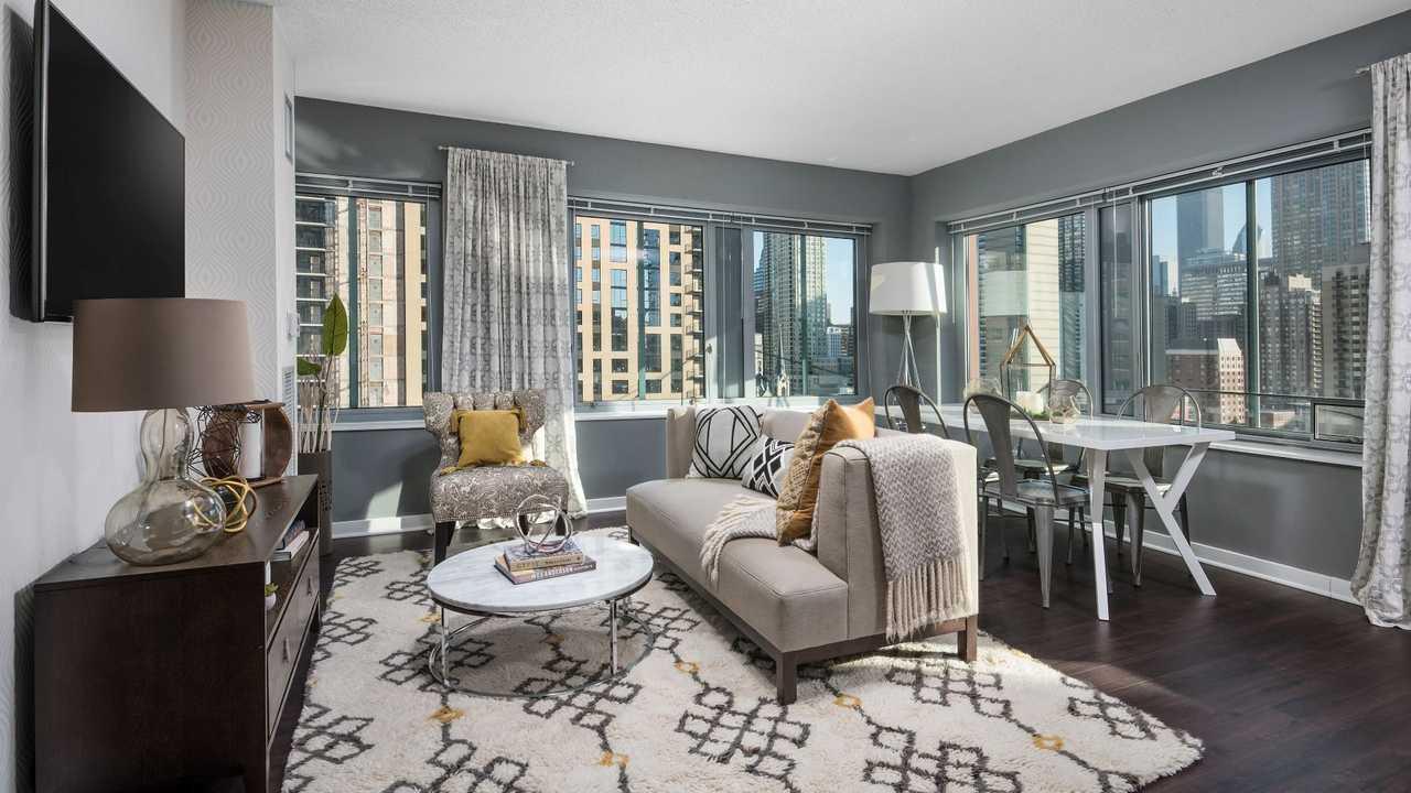 Best apartment rental service in Chicago - Chestnut Tower