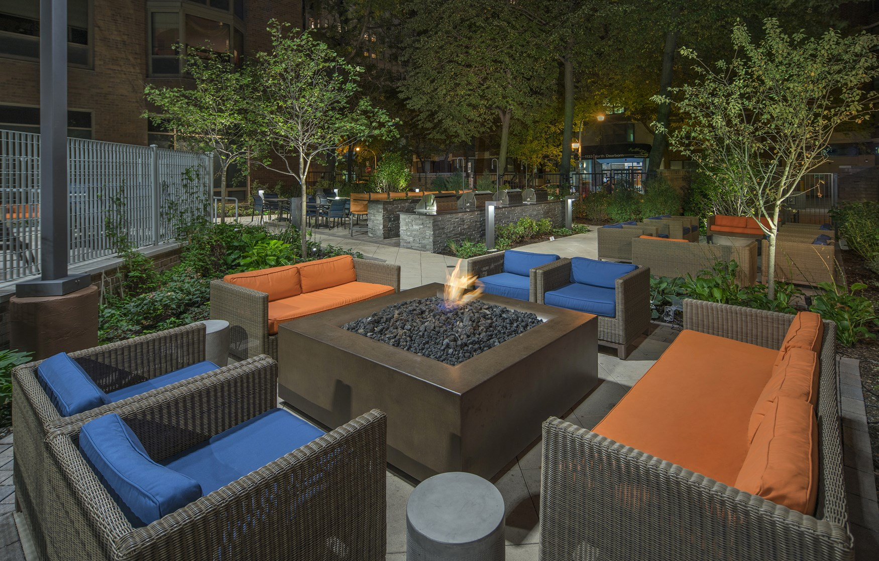 Best apartment search website in Chicago - Elm Street Plaza