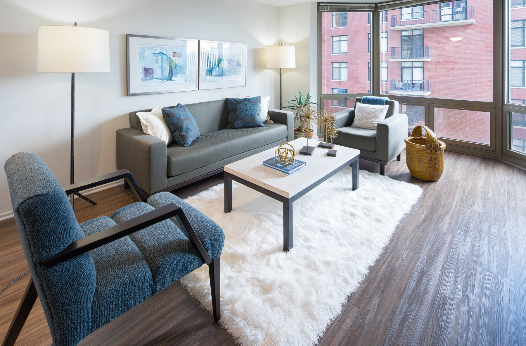 Best apartment hunting service in Chicago - Elm Street Plaza