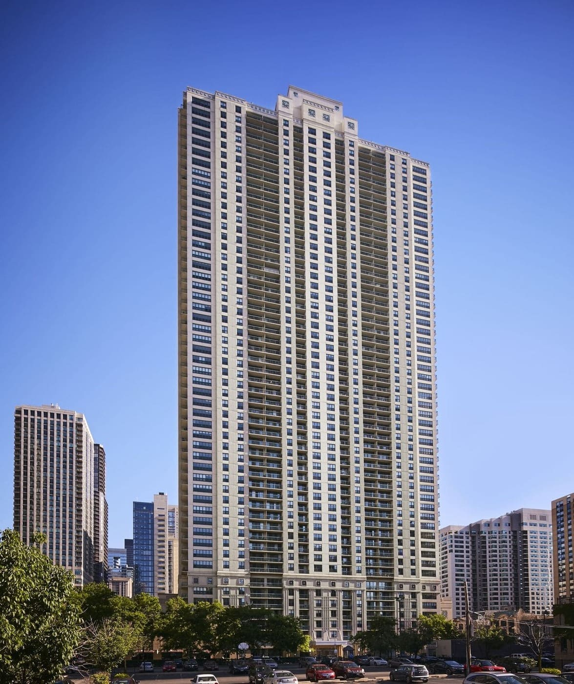 Best apartment search site in Chicago - One Superior Place