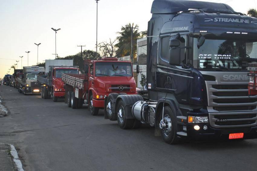Após ameaça greve dos caminhoneiros, governo recua e cancela tabela de frete