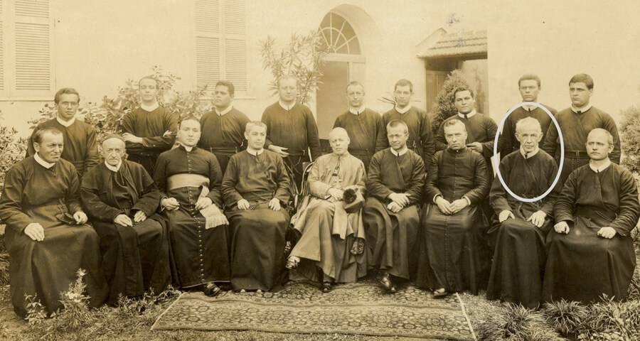 Missionários em Aparecida no ano de 1917 na visita do Núncio Angelo Scapardini. Padre Gebardo no destaque