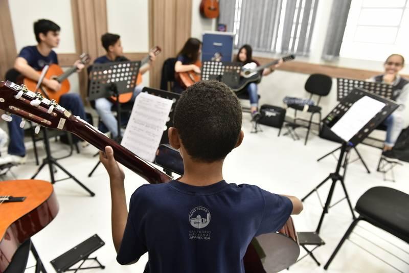 Um projeto que busca transformar vidas com a música