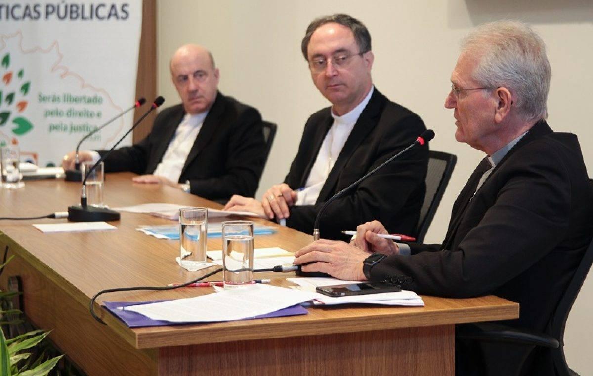 CNBB presta homenagem aos professores do Brasil