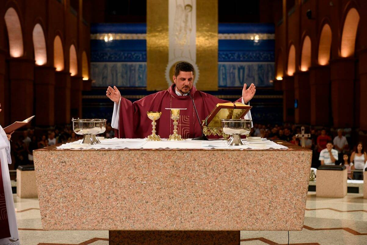 Missa da Juventude é celebrada no Santuário de Aparecida