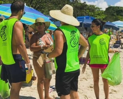 Conheça a ONG que faz mutirão de limpeza em praias