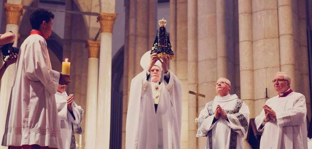 Manto para as celebrações dos 40 anos do restauro da Imagem de Nossa Senhora Aparecida