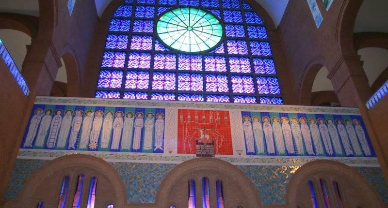 Ressurreição de Jesus e fundamentos da fé nos painéis do Santuário