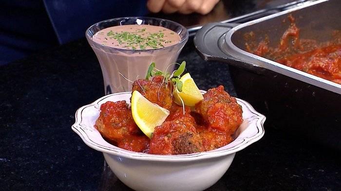 Almondega de bacalhau com tomate