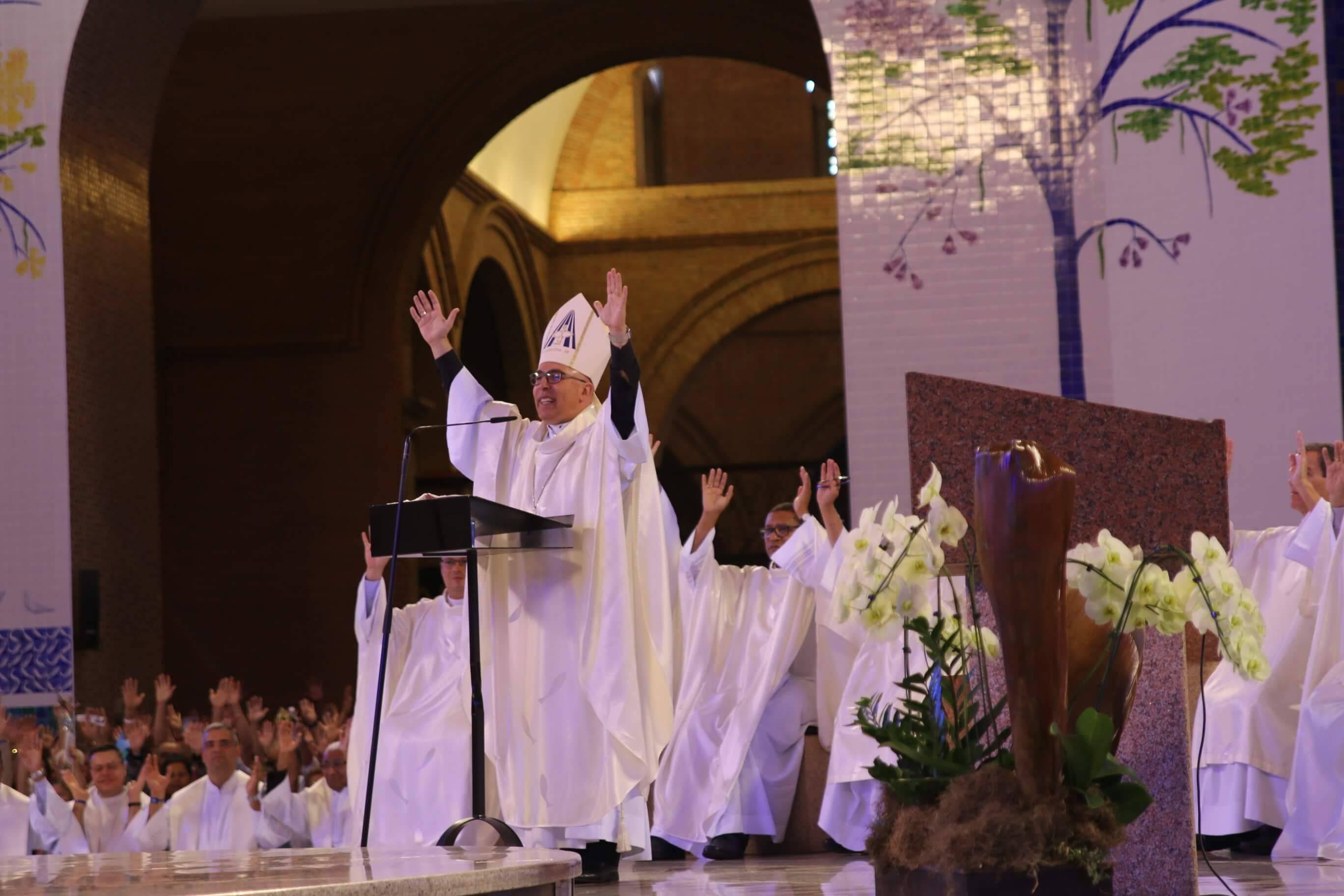 Fiéis no Santuário rezam em intenção das famílias e a defesa da vida