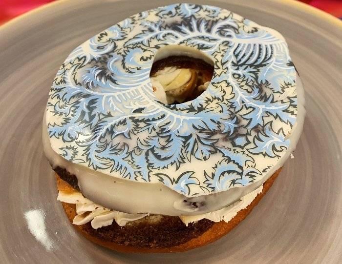 Donuts com recheio de doce de leite e chantilly
