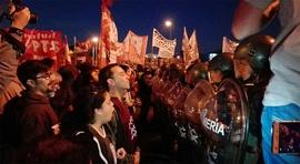 Greve geral na Argentina mostra força de trabalhadores contra presidente Macri