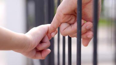 Programa social proporciona que filhos e detentos passem Dia dos Pais juntos