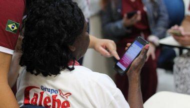 Curso gratuito ajuda idosos a entrar no mundo digital