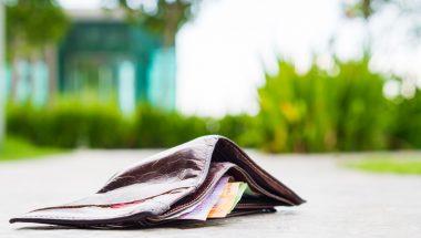 Homem encontra carteira com R$1.200 reais e devolve ao dono