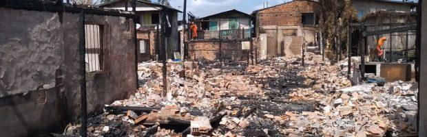 """""""A Gente da Comunidade"""" ampara vítimas de incêndio em Belém do Pará"""