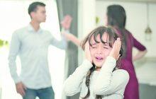 """""""Meu esposo me agride na frente da nossa filha"""""""