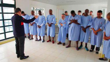 Reclusos são batizados dentro de prisão em Portugal
