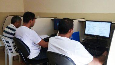 Programa social capacita detentos com curso profissionalizante em Goiás