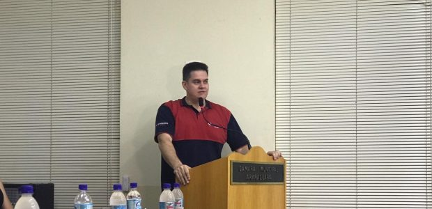 Bispo Eduardo Guilherme, responsável pelo grupo, discursa