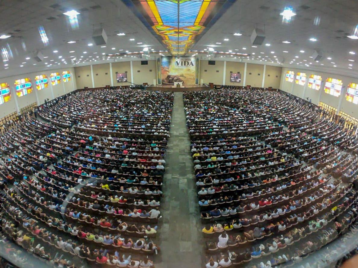 Reunião feita pelo Bispo Macedo na igreja da João Dias