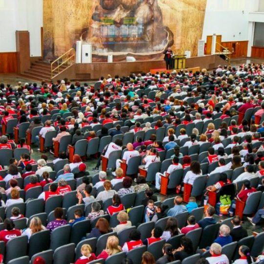 Calebe celebra seis anos e reúne milhares de idosos pelo Brasil
