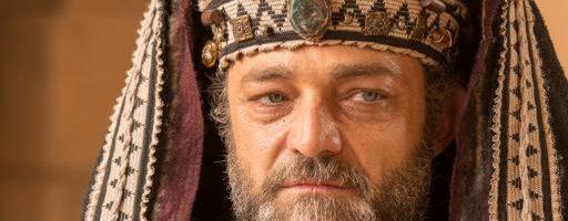 Caifás pede para Barrabás fazer uma revolta